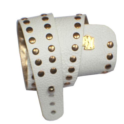P01B Bracelete Kafé em Couro Com Detalhes em Tachas Douradas, Fecho Ímã - 2 Voltas Pulso