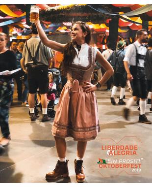 """""""Ein Prosit"""": o que a Oktoberfest de Blumenau tem?"""