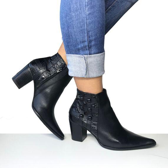 32311c428bc Bota Dina Mirtz Country feminina cano curto preta, bota couro, salto baixo,  bico fino. Aqui você encontra as melhores botas inverno 2019.