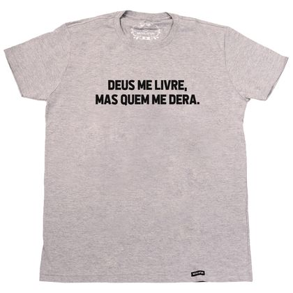 81c996a8a8 Camiseta Deus me livre