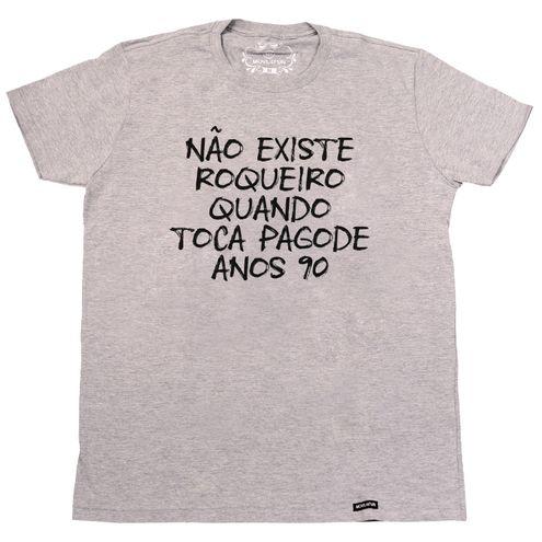 Camiseta Não existe roqueiro quando toca pagode anos 90